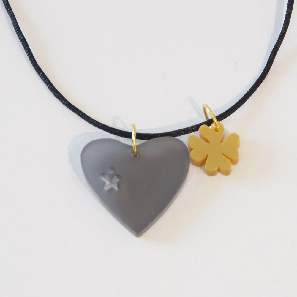 Edle Dunkelziffer-Charitykette am Nylonband mit Herz und Kleeblatt aus Acrylglas